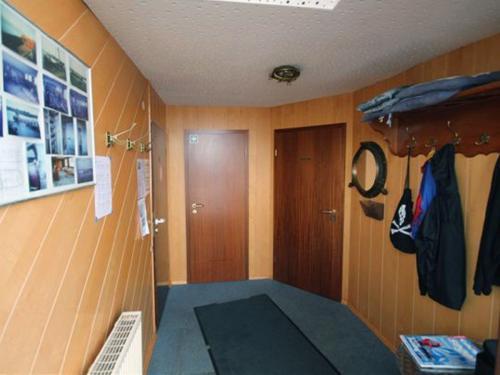 clubschiff eingangsbereich 372